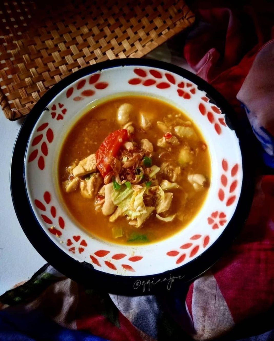 Info kuliner, untuk nemenin rintikan hujan nih cocok kayanya  Tongseng Ayam Ala@qqieajoe  200 gr dada ayam 3 …