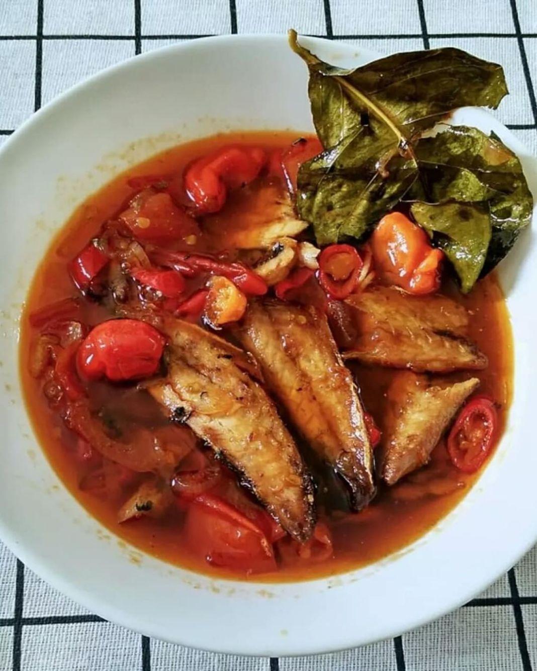 Info kuliner, SARDEN PINDANG HOMEMADE (2 porsi)  BAHAN : 4 ekor ikan pindang (cuci, buang kepala serta durinya)…