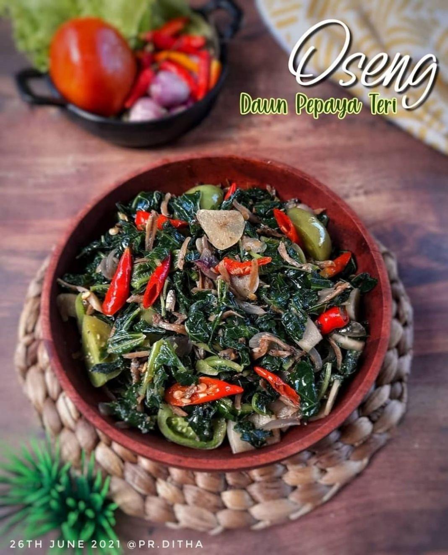 Info kuliner, Oseng Daun Pepaya Teri @pr.ditha  Bahan: 6 lembar daun pepaya, rebus dgn 1 sdt garam. Angkat, r…