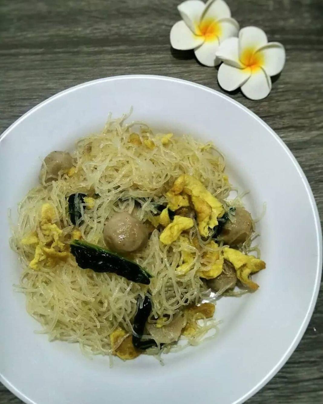 Info kuliner, BIHUN KAMPUNG ORIGINAL (2 porsi)  BAHAN : 2 keping bihun jagung 1 ikat sawi hijau (potong) 1 bu…