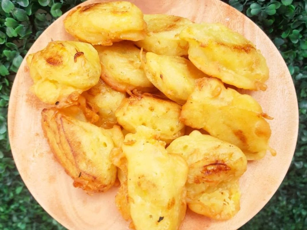 Info kuliner, nyemil dulu yuu  PISANG GORENG Oleh :@mama_laca  BAHAN Pisang uli yang sudah matang 8 sdm tepu…