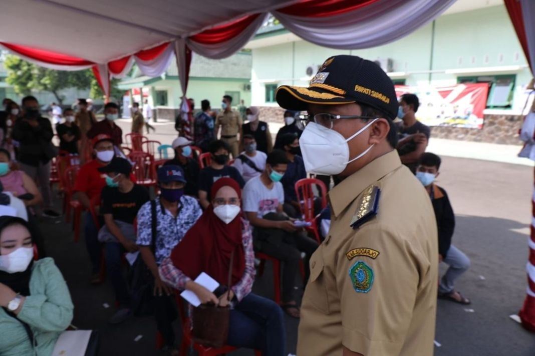 Vaksinasi Massal di Yon Arhanud – 8, Bupati Gus Muhdlor Kerahkan 1.000 Relawan  KOMINFO, Sid…