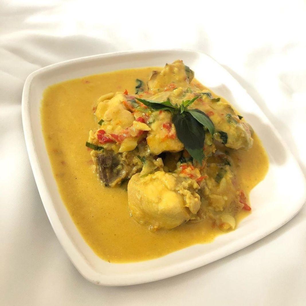 Info kuliner, One of Indonesian Dishes  Ayam Tuturga Bumbu Halus: 6 Bamer 2 Baput 5 Cabe Merah 2 Cabe Rawit M…