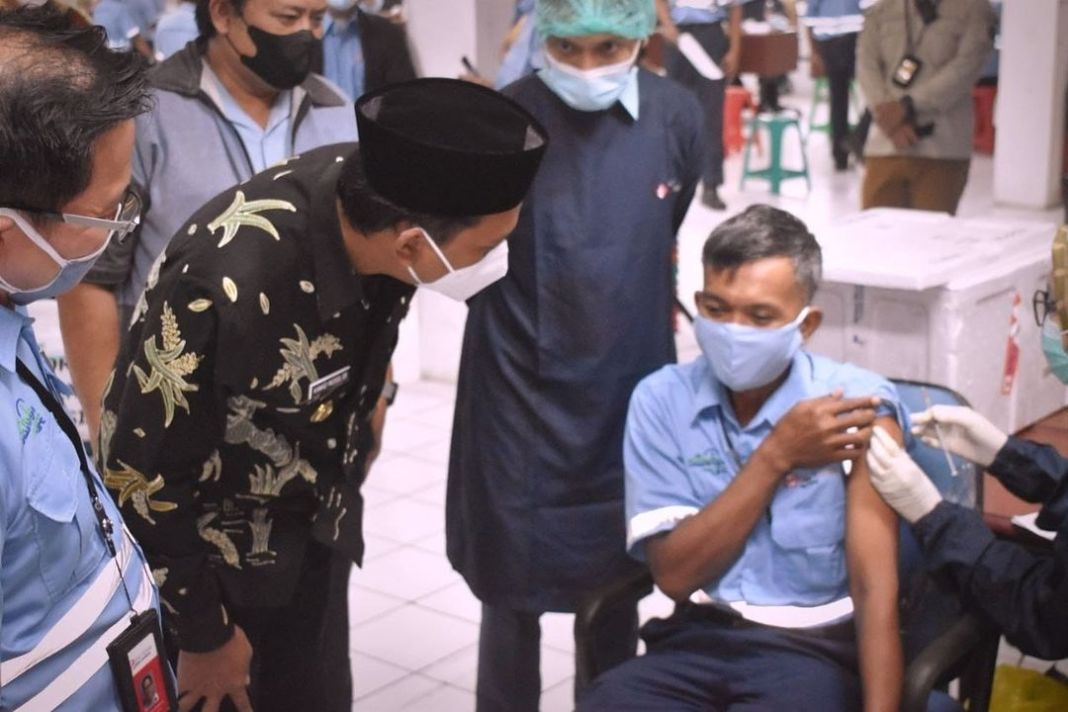 Gus Muhdlor Apresiasi PT Tjiwi Kimia Lakukan Vaksinasi Gotong Royong  KOMINFO,Sidoarjo.- Bu…