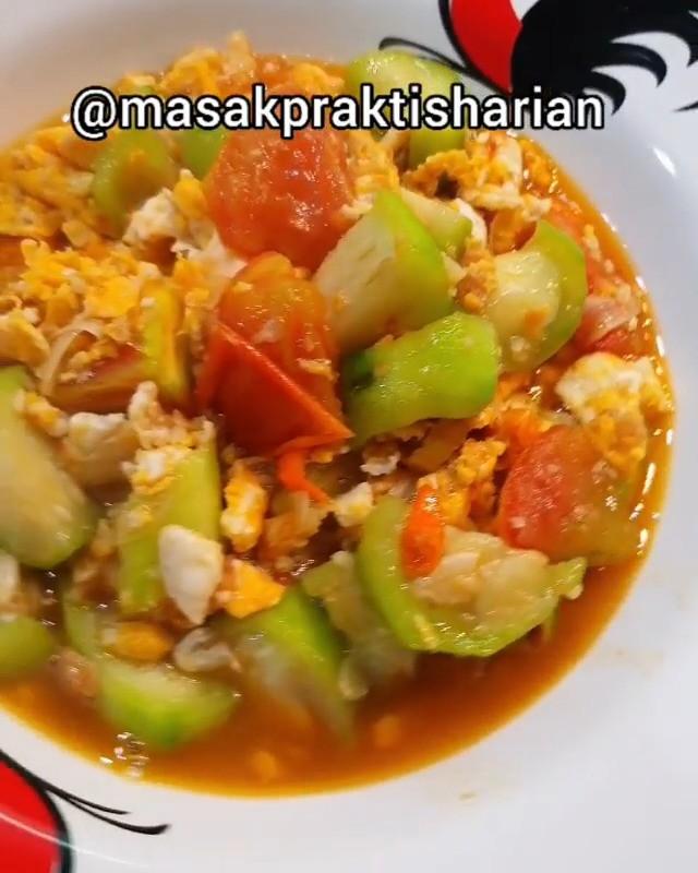 Info kuliner, Bikin yg gampang2 aja yuk momss!! Oyong Cah Telur Made By : @masakpraktisharian . Bahan: Oyong …
