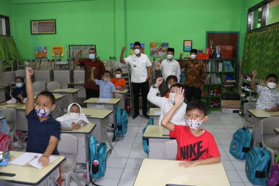 Aturan PPKM terbaru, pembelajaran tatap muka (PTM) terbatas dapat dilakukan pada satuan pendidi…