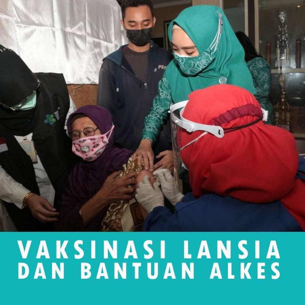 Gebyar Vaksin Lansia ditinjau Ketua PKK….