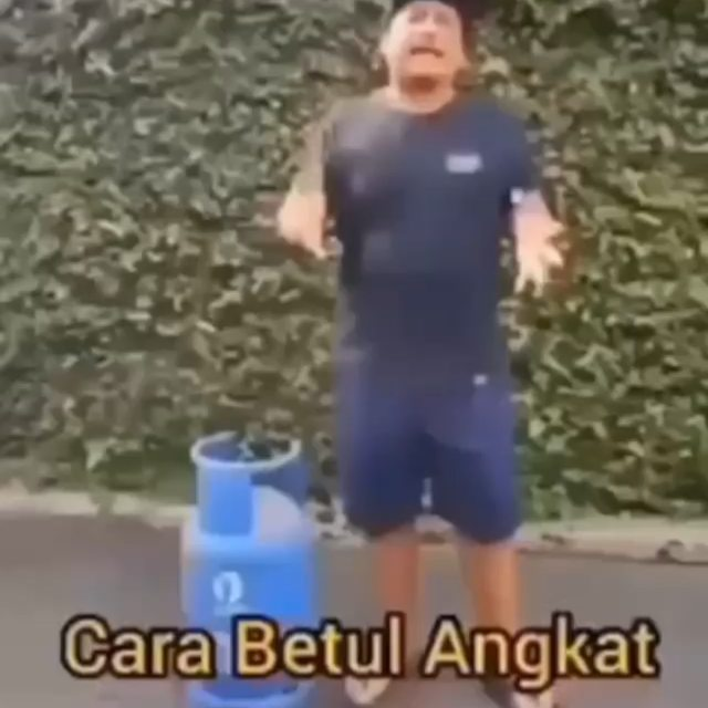Info sehat, ANGKAT TABUNG GAS ANTI CIDERA  untuk siapapun bapak di video ini, terima kasih atas ilmunya  Ad…