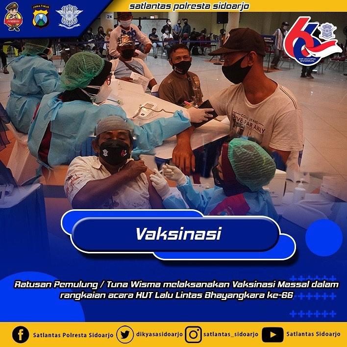 Ratusan tunawisma asal Sidoarjo diajak  Vaksi di Gedung airlangga Convention Center  Surabaya d…