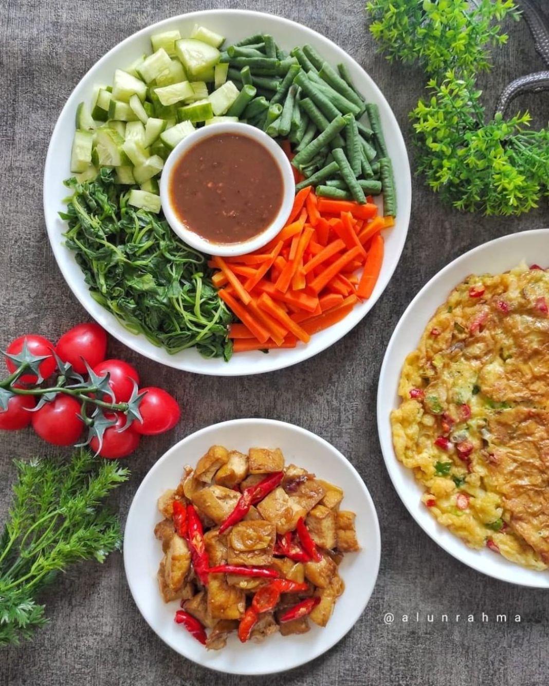 Info kuliner, sayurnya kita masak pecel sayur, bumbunya dibawain mertua dari magelang, untuk resepnya dapat ce…