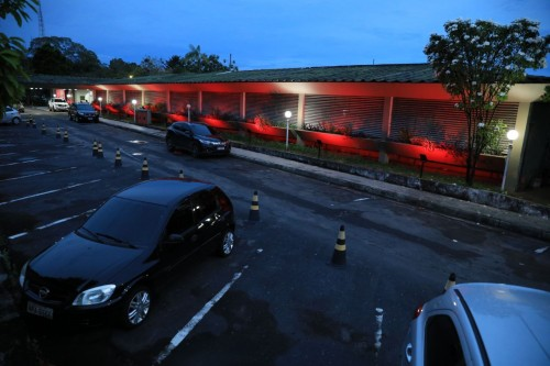 SES-AM exibe luzes vermelhas em alusão ao mês de doação de sangue