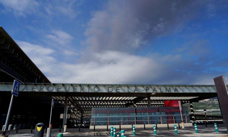 Vulcão Cumbre Vieja: aeroporto de La Palma volta a fechar