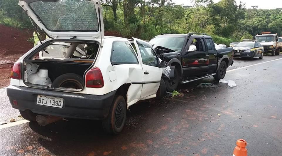 Acidente deixa casal morto e grávida ferida na BR-376