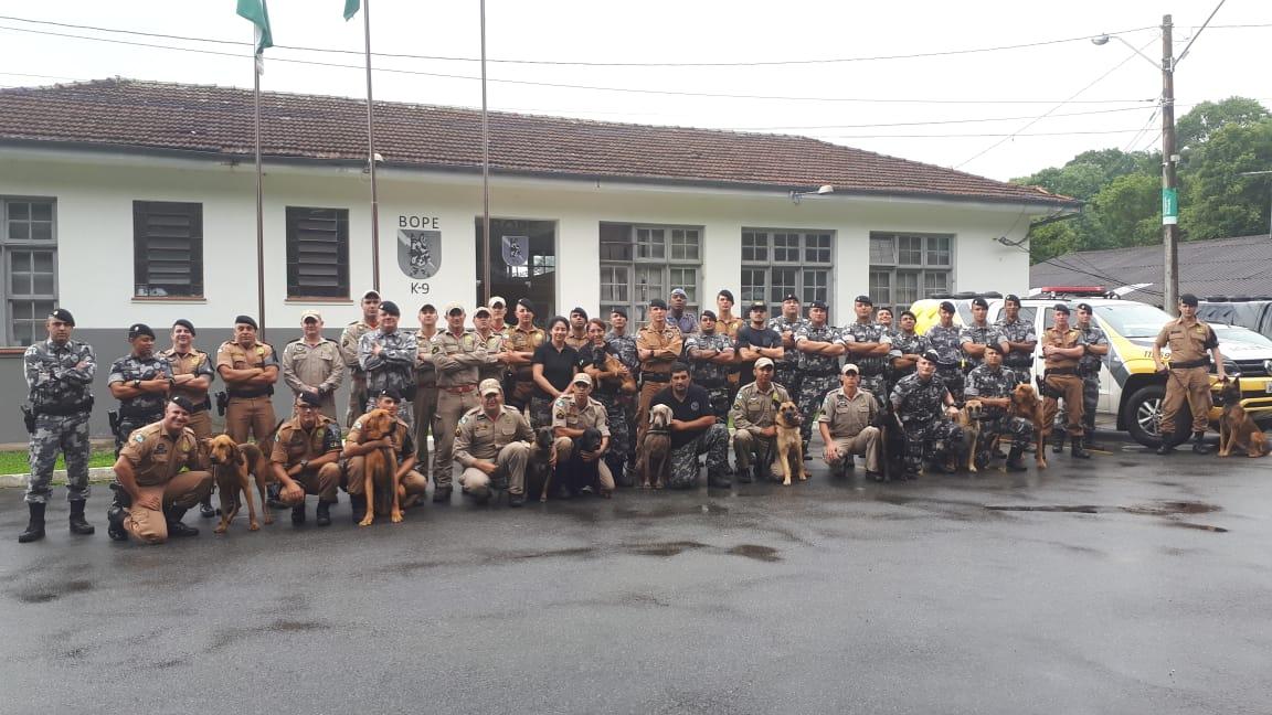Canil do 2º BPM participa de seminário em Curitiba