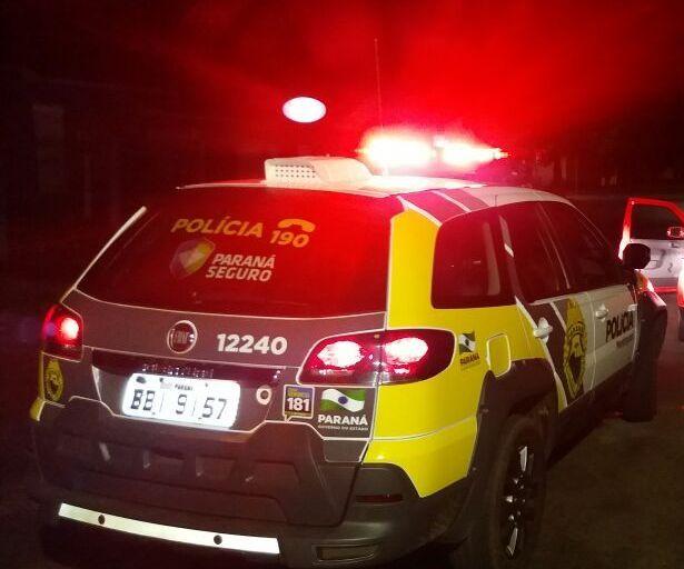 Homem esfaqueia duas pessoas e é preso pela Policia Militar em Jacarezinho