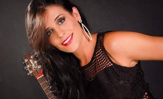 Letícia Coimbra escolhe paraíso para gravar seu primeiro clip