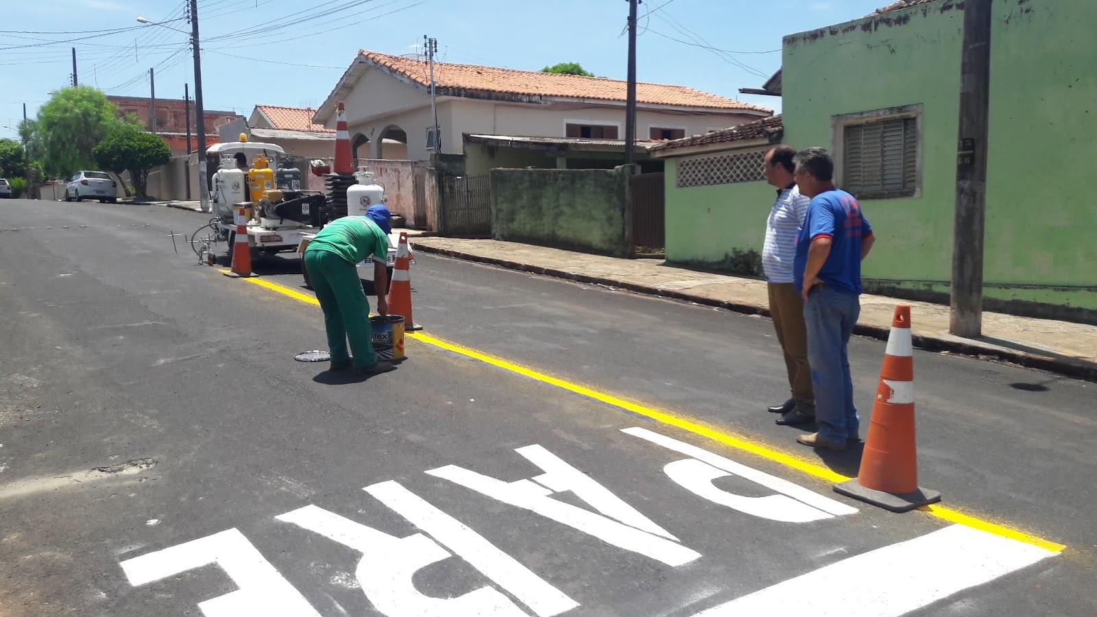 Jacarezinho: Vereadores acompanham trabalho de sinalização pela cidade