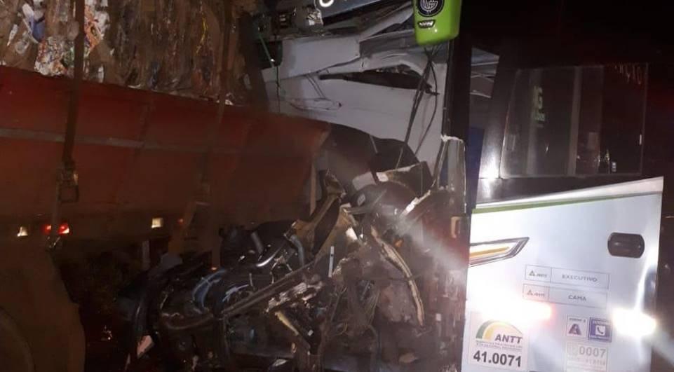 Condutor de ônibus morre em acidente na BR-369