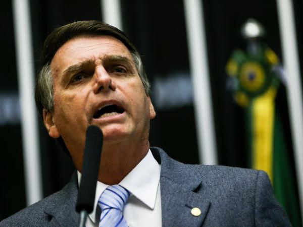 Bolsonaro define idades mínimas de 62 anos para mulher e 65 para homem na Previdência