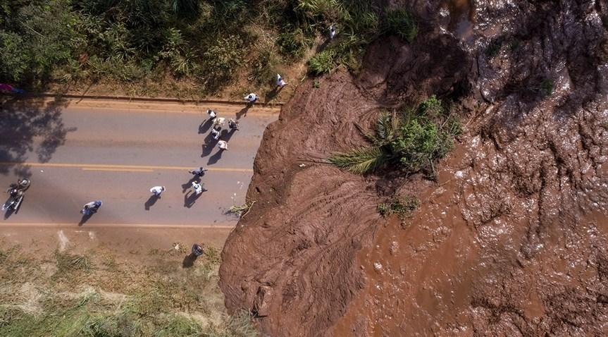Vídeo mostra momento em que lama avança sobre Brumadinho; assista