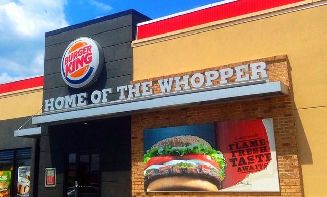 "Burger King dá lanche de graça a quem ""incendiar"" anúncio do McDonald's"