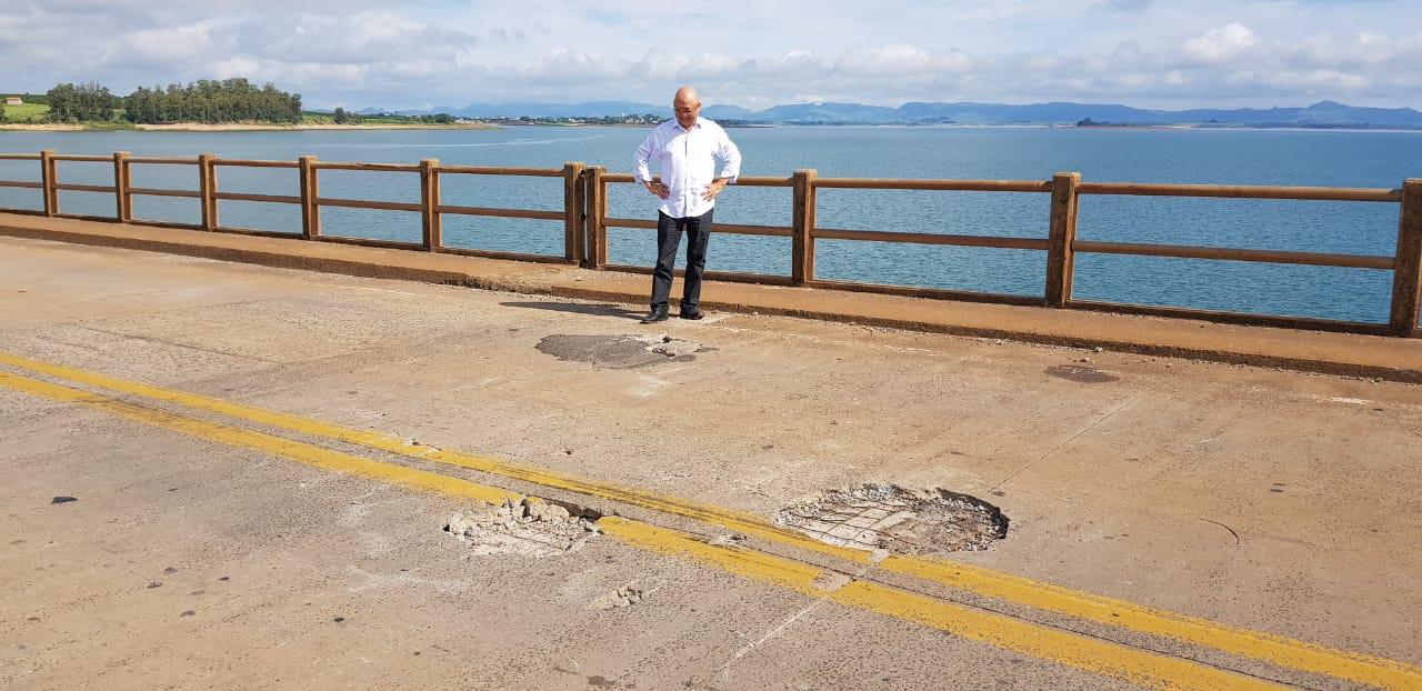 Prefeito pede avaliação urgente em estrutura de ponte