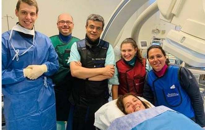 Atriz Tássia Camargo sofre infarto e está em UTI de hospital em Portugal