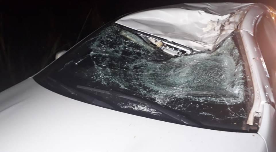 Roda de caminhão se solta, atinge carro e motorista morre