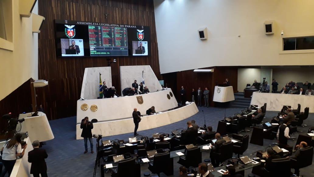 Proposta para fim da aposentadoria de ex-governadores do Paraná é aprovada