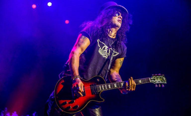 Slash toca Guns e anima fãs com solos de guitarra de até 10 minutos em SP