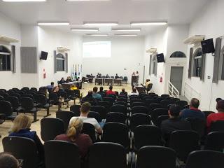 Vereadores votam aumento de cadeiras e subsídios nesta segunda