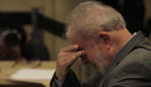 Supremo decide manter Lula preso