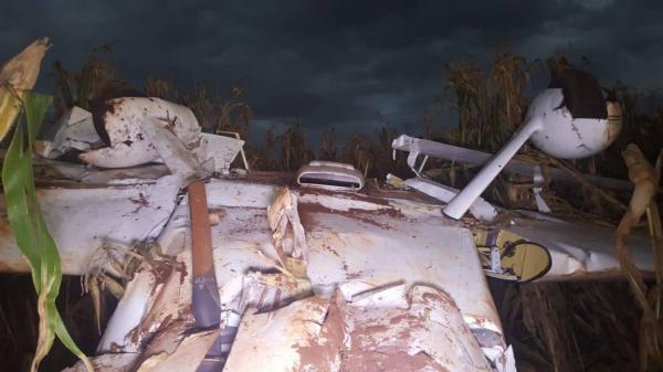 Avião de pequeno porte cai no Paraná, mas ninguém fica ferido