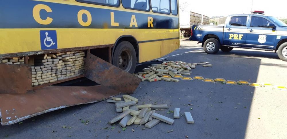 Motorista é preso com quase 1 tonelada de maconha em ônibus escolar falso
