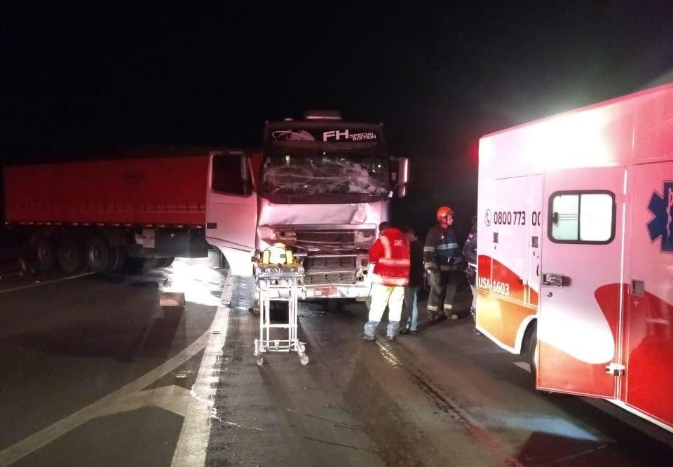 Caminhoneiro fica ferido após acidente em Santa Cruz do Rio Pardo