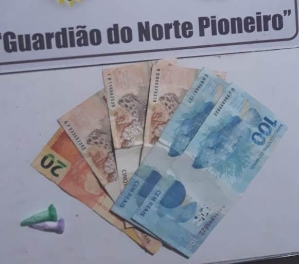 Polícia Militar prende homem com dois pinos de cocaína em Jacarezinho