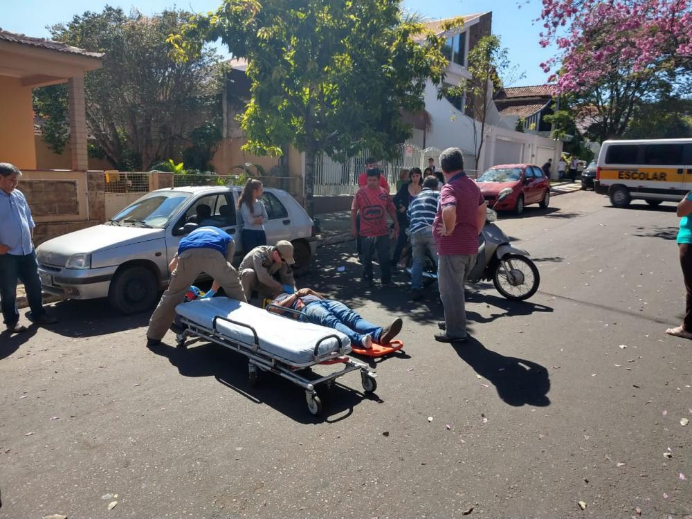 Motociclista desequilibra em lombada e fica ferido em acidente