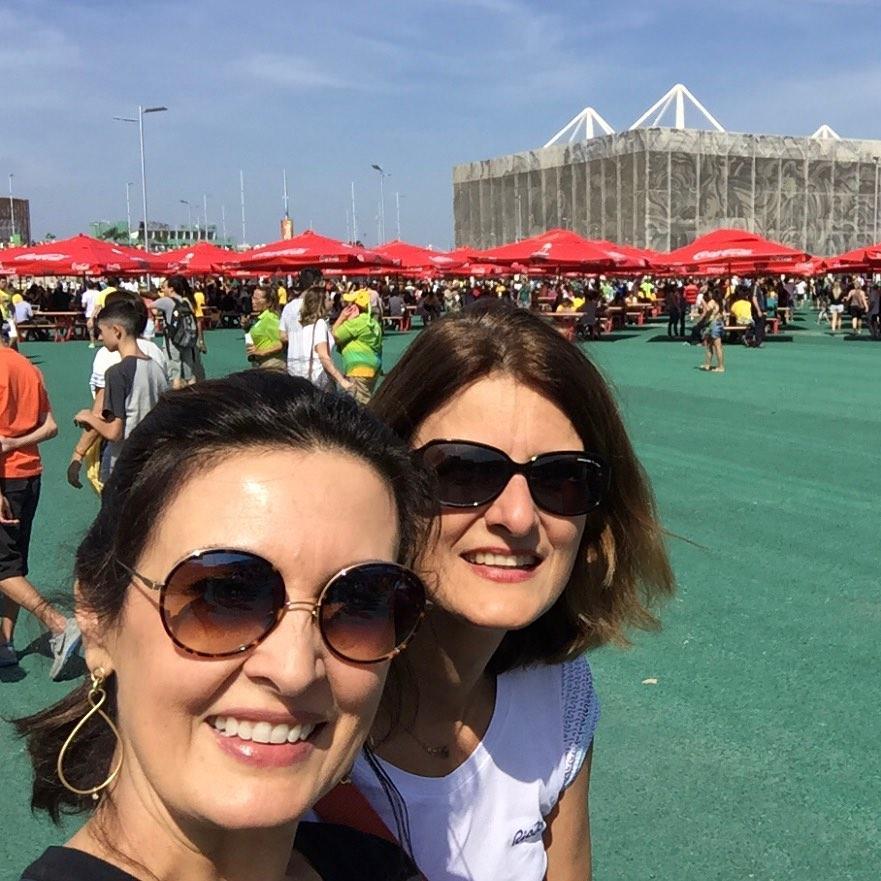 Internautas ficam chocados com semelhança entre Fátima Bernardes e irmã