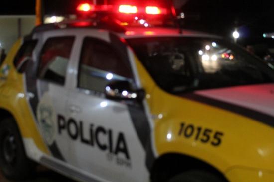 Bandidos ameaçam mulheres com arma na cabeça durante assalto em Jacarezinho
