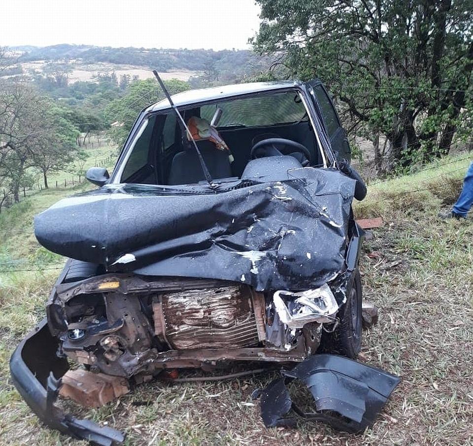 """Carros colidem de frente na """"Curva da Morte"""" da BR 369"""