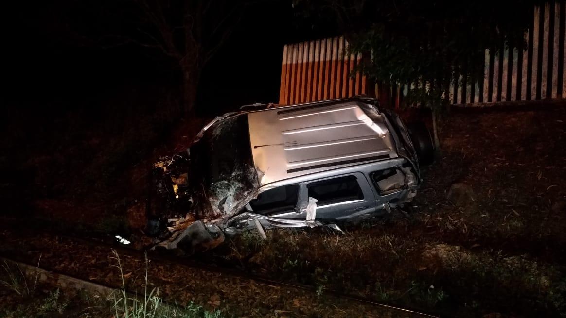Motorista morre após batida contra trem na Rodovia dos Minérios