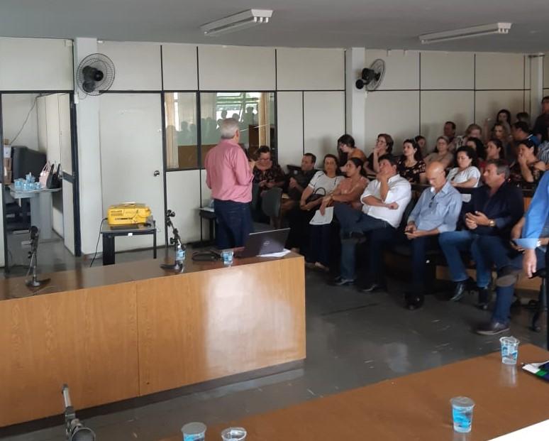 Câmara de Jacarezinho participa de reunião para debater educação
