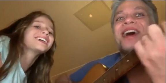 Fábio Assunção canta com a filha de 8 anos música de Janis Joplin
