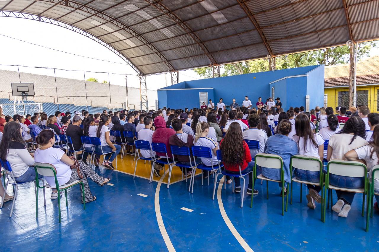 Assistência Social promove palestra alunos de colégio estadual de Ribeirão Claro