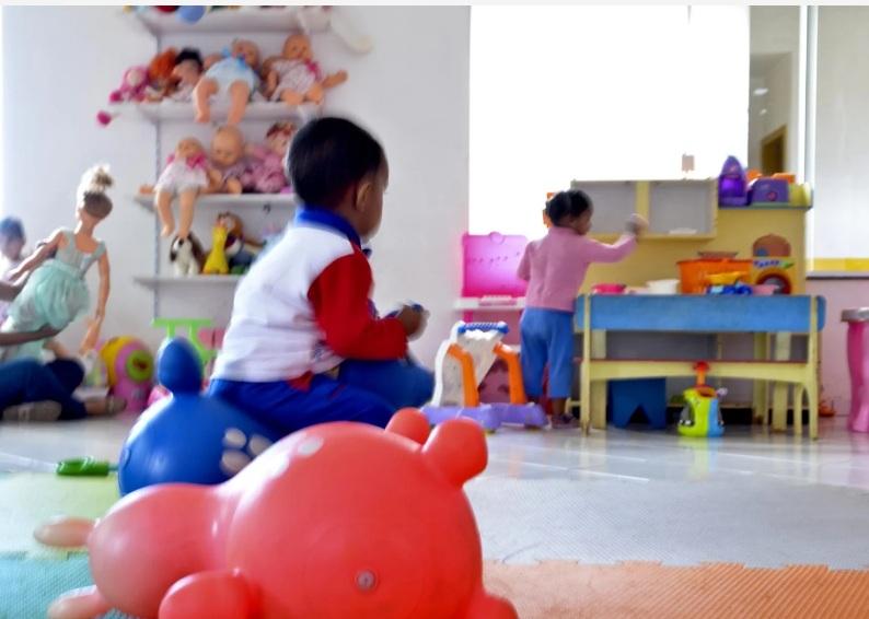 Crianças têm atraso na fala e maior dependência dos pais durante pandemia