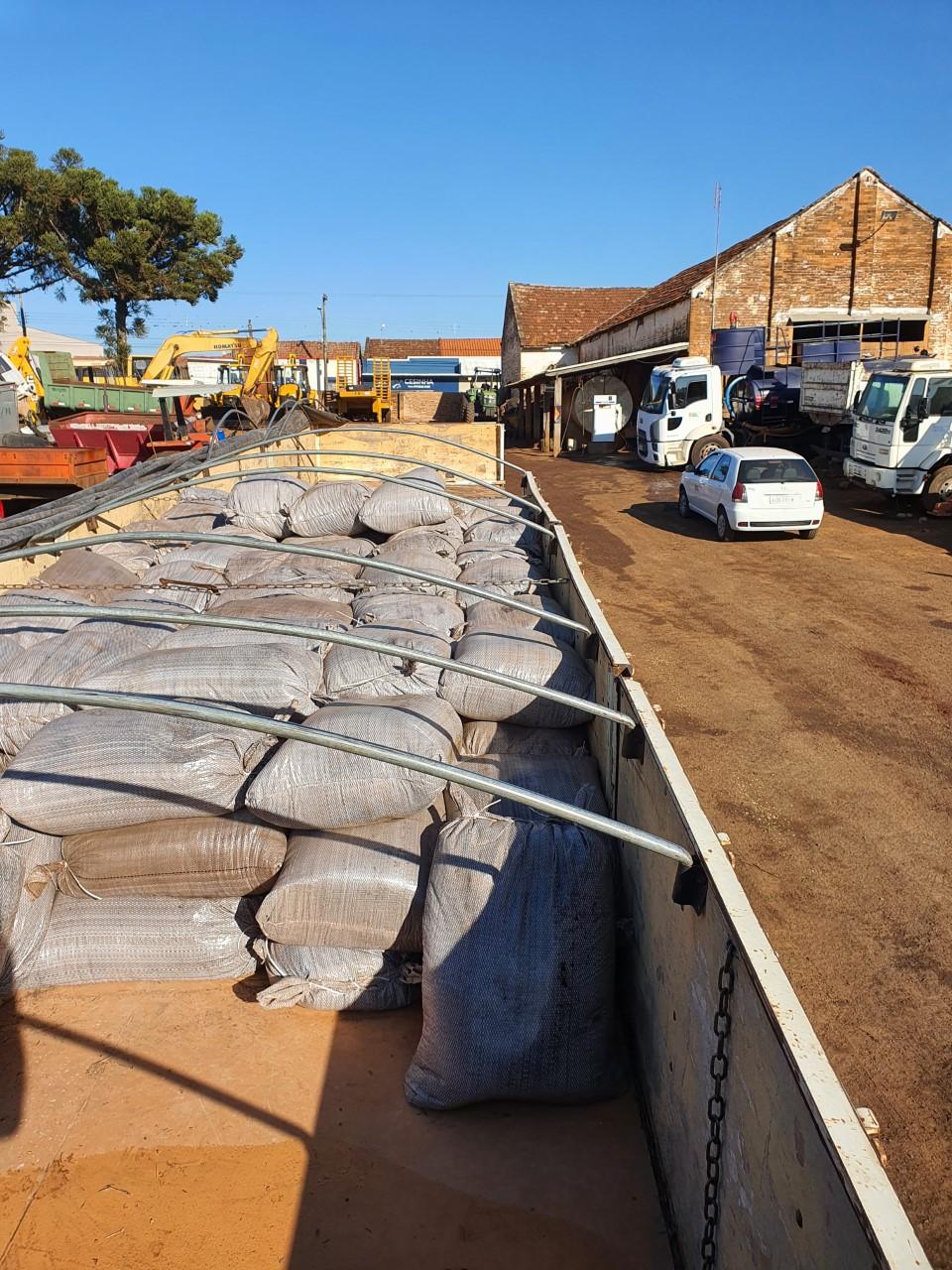 15 toneladas de esterco chegam a Ribeirão Claro para programade fruticultura
