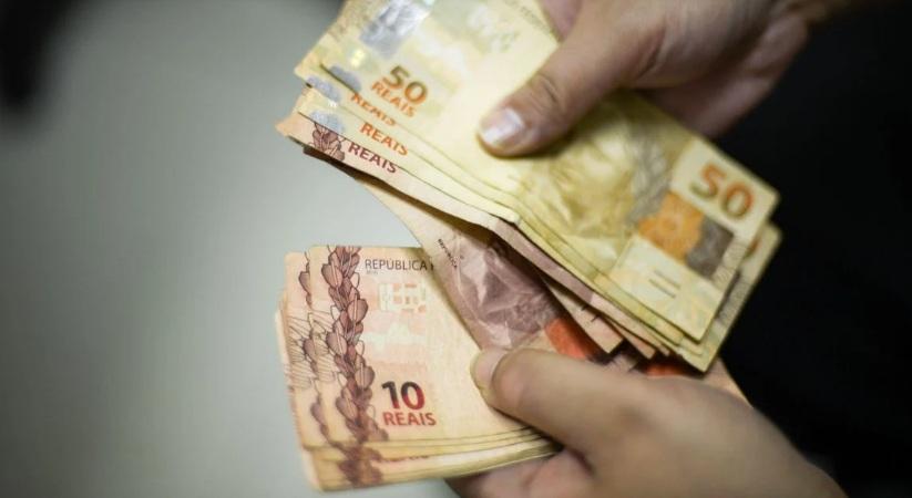 Novas parcelas do auxílio de R$ 300 começam a ser pagas nesta quarta