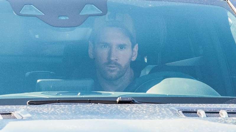 Messi volta a trabalhar no Barcelona três dias após anunciar permanência forçada