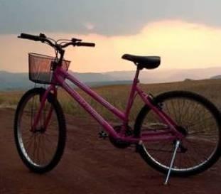 Jovem de 22 anos morre ao bater bicicleta de frente com Kombi