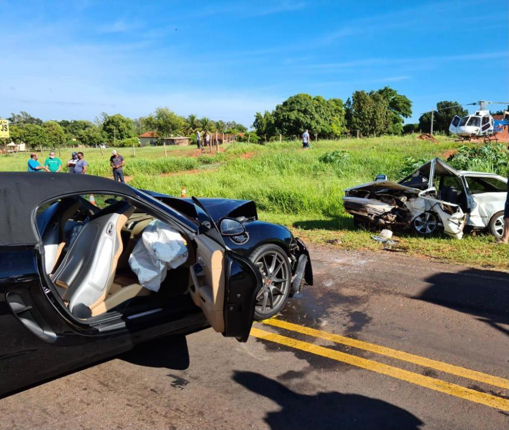 Acidente entre Porsche e Gol deixa um morto em rodovia do interior do Paraná